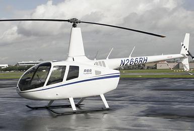 罗宾逊r66旋转涡轮保留许多r44型的设计特点,包括两片桨叶的旋翼系统