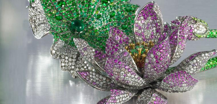 这也是首个进驻第五大道,与国际精品竞艳的华裔珠宝设计师品牌.