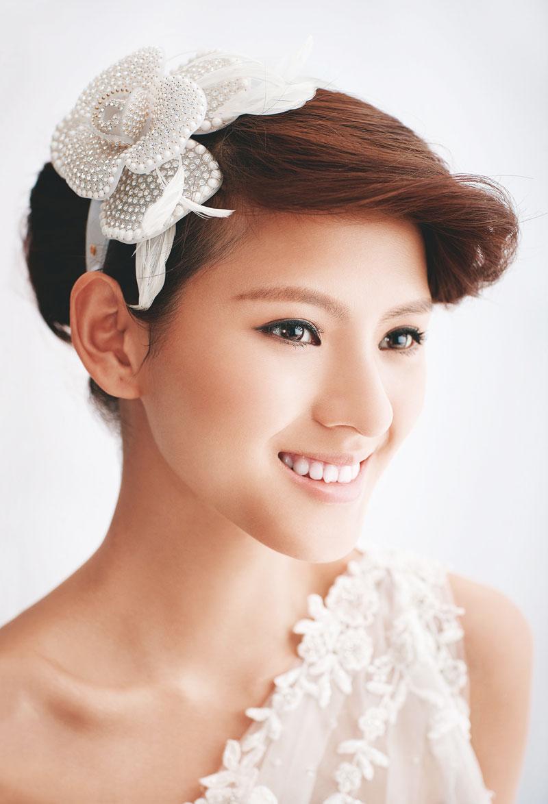 这一次我们联手资深发型师,为短发新娘打造时髦与古典结合的万般风情.图片