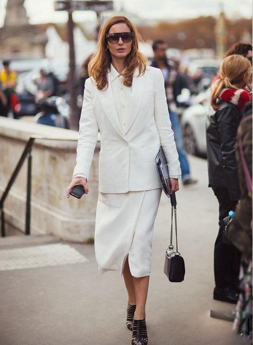 正装白衬衣的性感另一面-轻奢网