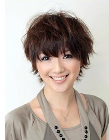 适量         适合脸型:鹅蛋脸,圆脸,瓜子脸         简短的短发发型