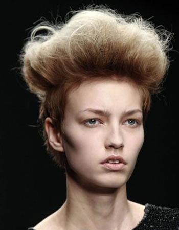 披肩短发发型扎法 直发发型半扎