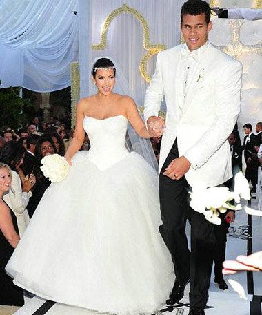 金卡戴珊再嫁奢华婚服大猜想