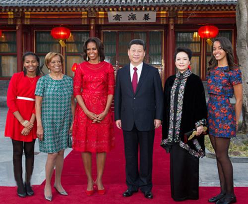 时尚招牌 米歇尔的红裙外交