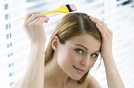 关于护发素的使用方法,很多人觉得护发素停留越久,对头发的滋润也越好