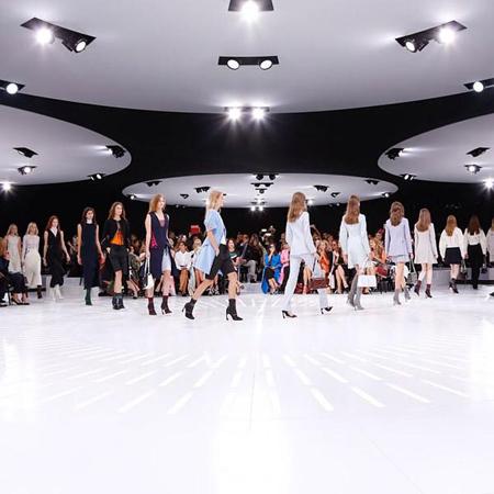 【最新】Dior来袭 李冰冰首登巴黎时装周