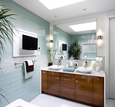 卫生间里落地橱柜台面可以避免木质台面遭受水滴的喷溅.