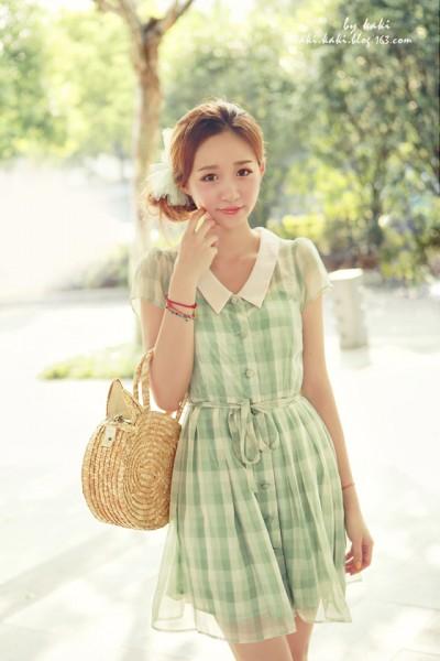 甜美粉嫩连衣裙