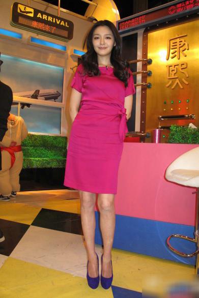 魅力玫红色裙装