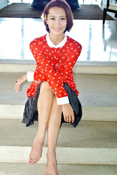 红色花纹衬衫