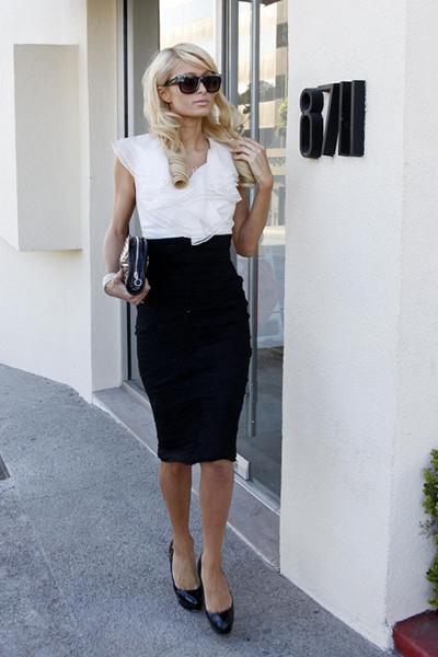 黑白及膝包臀连衣裙