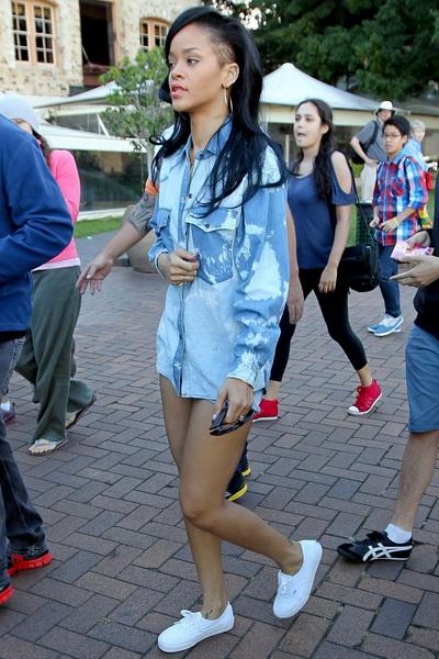 蕾哈娜衬衫装