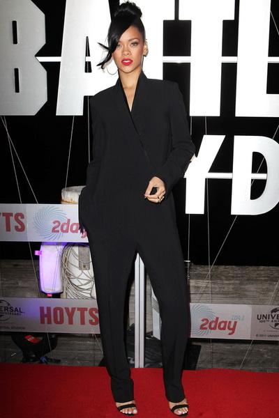 蕾哈娜黑色西装式连体裤