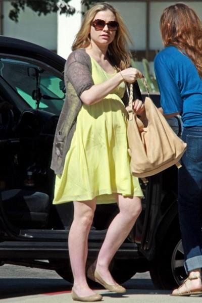 黄色连衣裙休闲搭