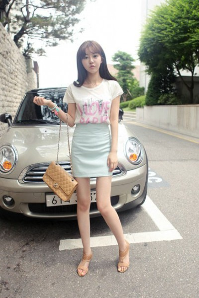 淡蓝色高腰裙