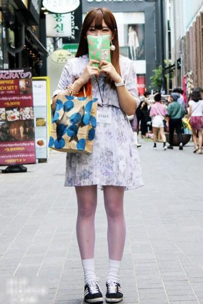 东京街拍淡雅印花