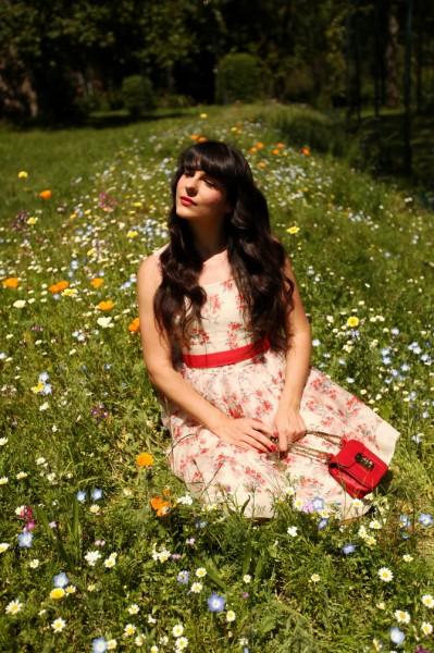 碎花裙演绎田园风