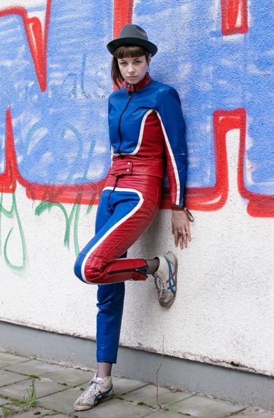 红蓝白超人装