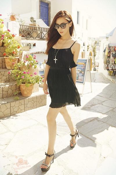 性感黑色吊带裙