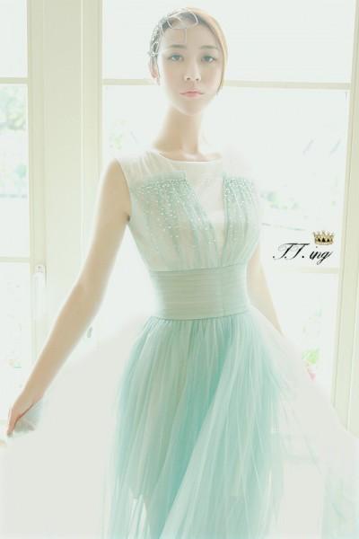 蓝绿色连衣裙